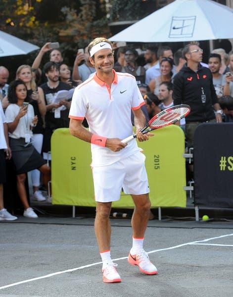 Roger+Federer+Nike+NYC+Street+Tennis+Event+lp0NK8GhAUql