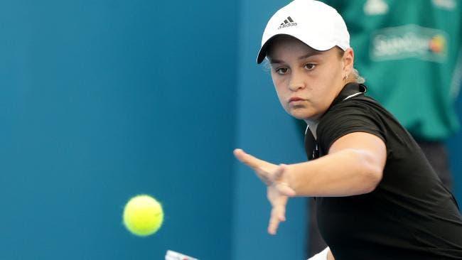 Antiga campeã de Wimbledon troca ténis pelo críquete aos 19 anos