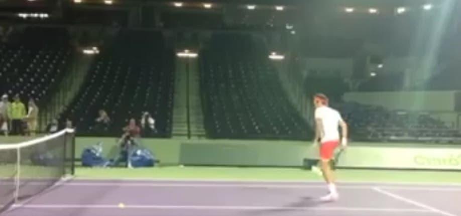 [Vídeos] Roger Federer já treina em Miami… com direito a 'tweener'