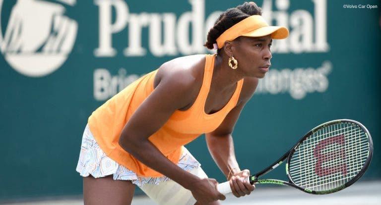 Venus Williams segura num dia cheio de surpresas em Charleston