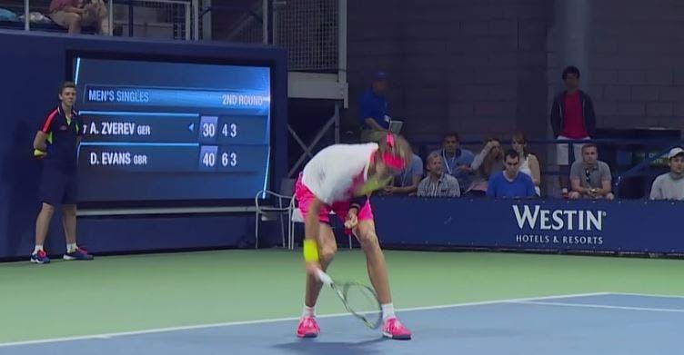 """[VÍDEO] Zverev destrói raquete e… apanha-bolas são forçados a limpar os """"estragos"""""""