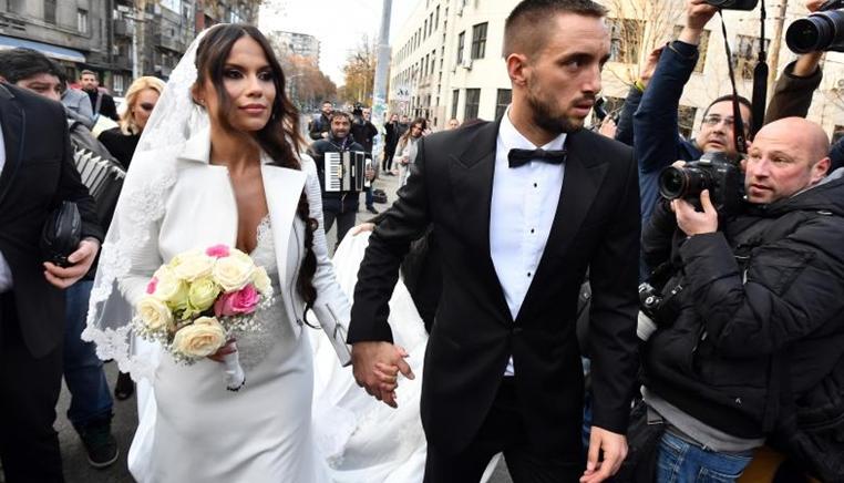 O casamento de Viktor Troicki: Trompetes, uma barriga saliente e uma ementa especial para Djokovic