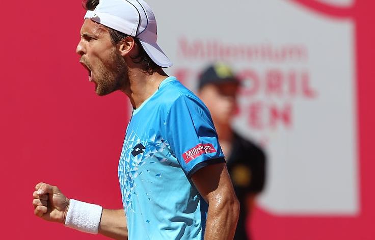 João Sousa ganha tranquilamente e está nos quartos-de-final de um ATP pela terceira vez… este ano!