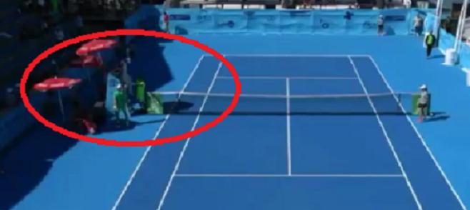 [Vídeo] Broady surpreendeu Shapovalov no México e no final o árbitro teve de impedir que se 'pegassem'