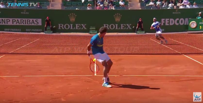[VÍDEO] De costas! Pablo Carreño Busta enlouquece públicos (e comentadores) em Monte Carlo
