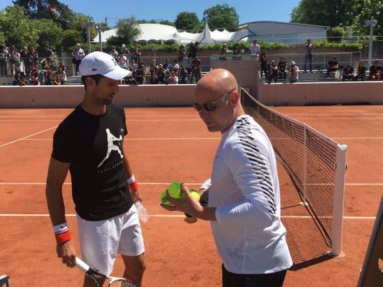 Apesar da lesão contraída a fazer snowboard, Agassi deve-se juntar a Djokovic no Open da Austrália