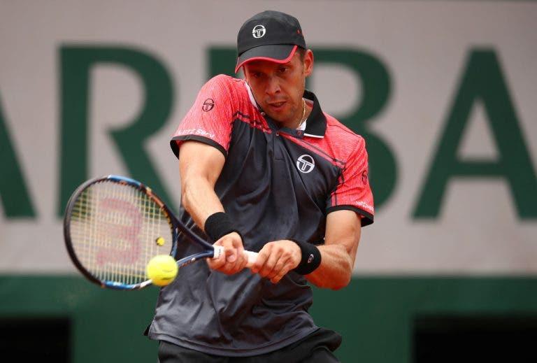 Finalista do Estoril Open é o único cabeça-de-série eliminado neste domingo