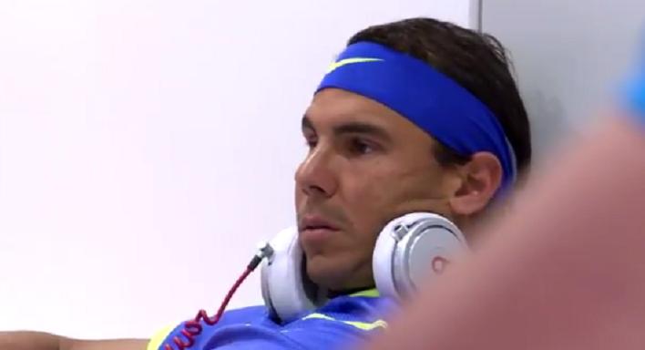 [Vídeo] Do sofá de Mladenovic ao 'desespero' de Nadal: assim se espera que a chuva pare