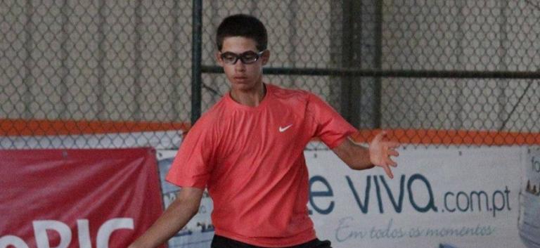 Daniel Batista soma mais um ponto ATP rumo aos oitavos-de-final na Quinta do Lago