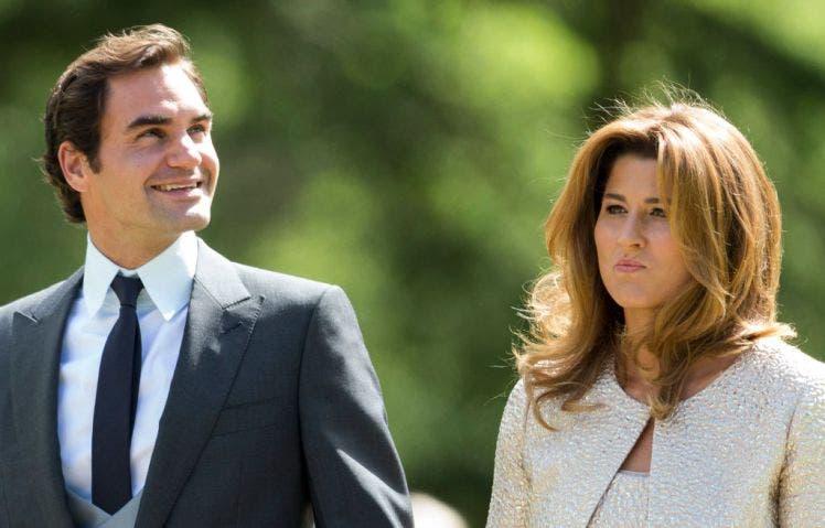 Federer e Mirka doam 1 MILHÃO de francos suíços para famílias carenciadas do país