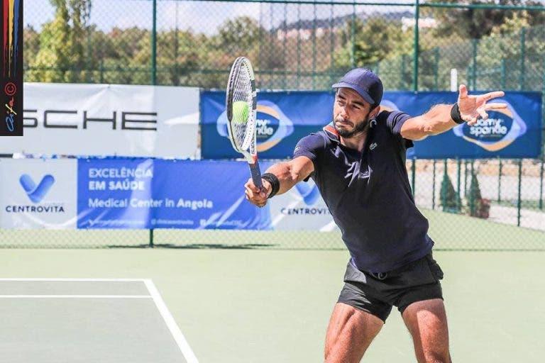 Fred Gil brilha na Beloura ao afastar ex-estrela de Wimbledon rumo aos 'quartos'