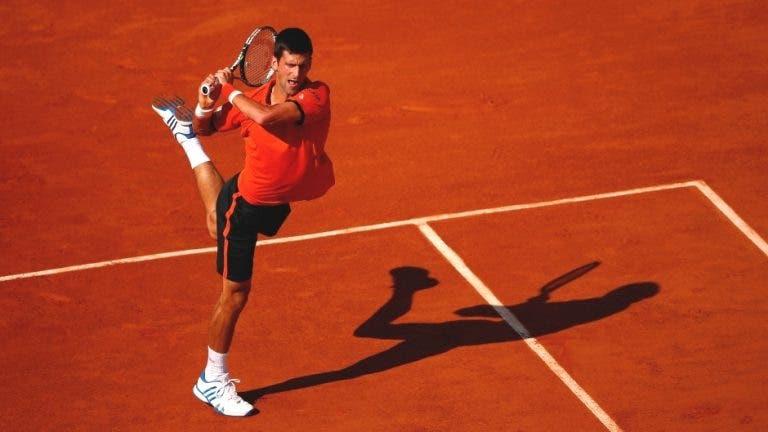 Porque é que Djokovic se veste da cor do court (não diga que ainda não tinha reparado)?