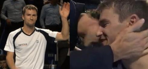 [VÍDEOS E FOTOS] Chiudinelli retira-se em lágrimas com Federer na primeira fila