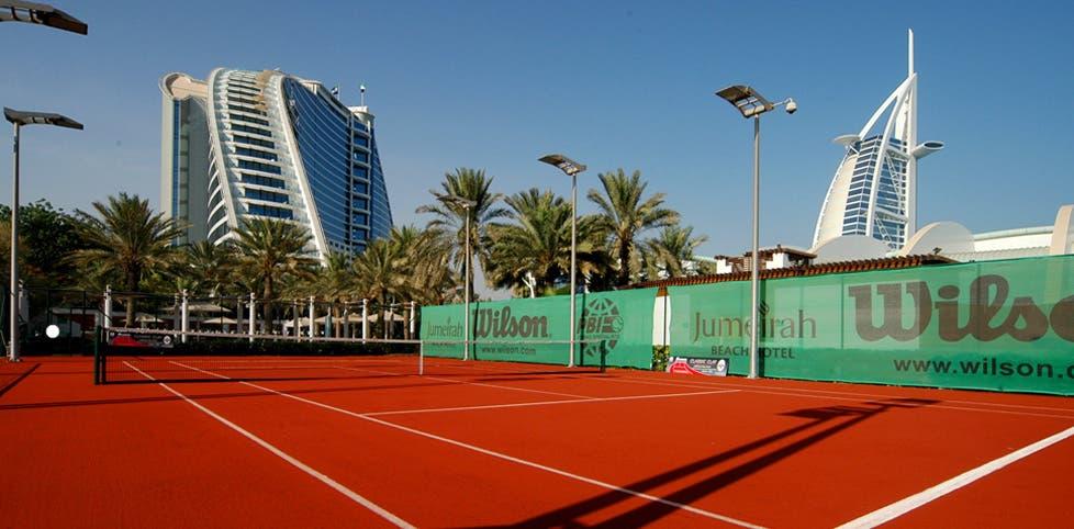 Hotel de luxo no Dubai testa court de terra batida… artificial