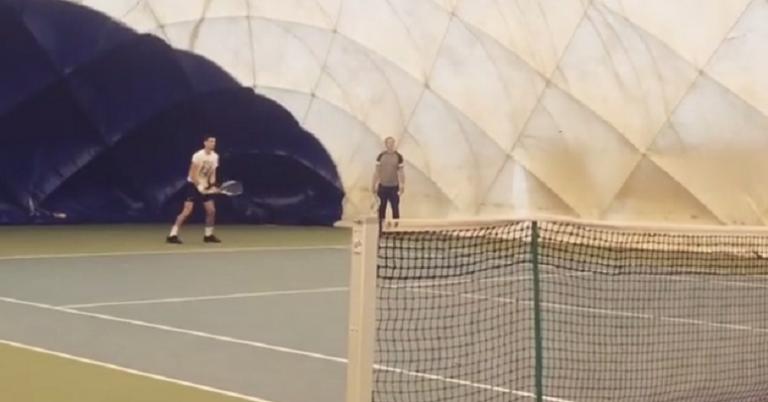 [VÍDEO] Novak Djokovic treina com Filip Krajinovic em Belgrado