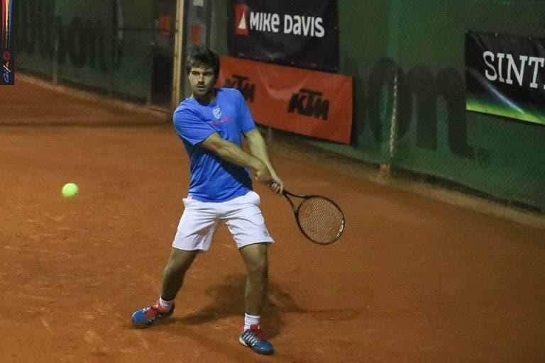 João Monteiro sofre entorse durante treino e poderá ter participação no Nacional em risco