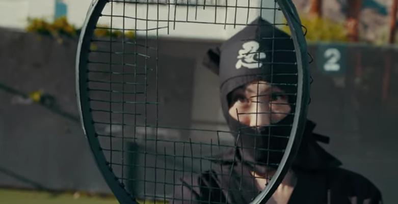 [VÍDEO] O que acontece quando a ninja do circuito defronta um ninja a sério?