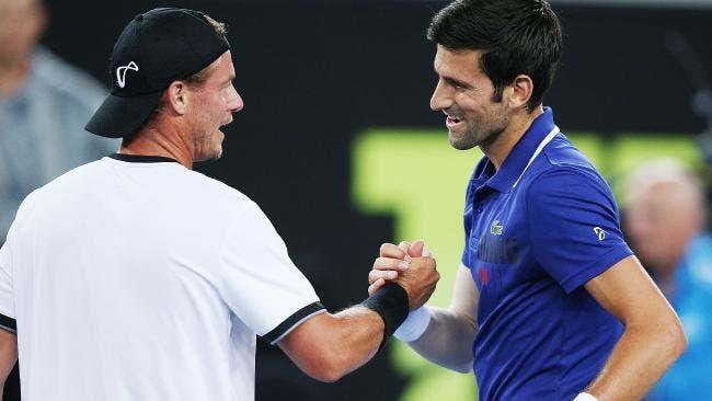 Djokovic após perder com Hewitt: «Disse-lhe que devia voltar a jogar singulares»