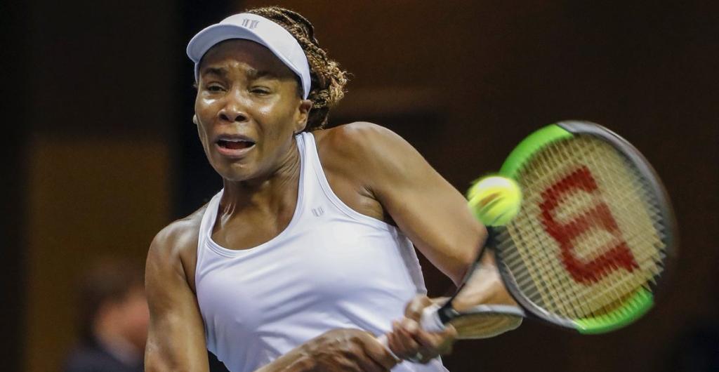 Venus Williams conduz os Estados Unidos de regresso até às meias-finais da Fed Cup