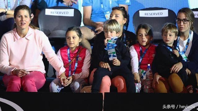 [VÍDEO] Filhas de Federer ganham 70 dólares a vender limonada em Indian Wells