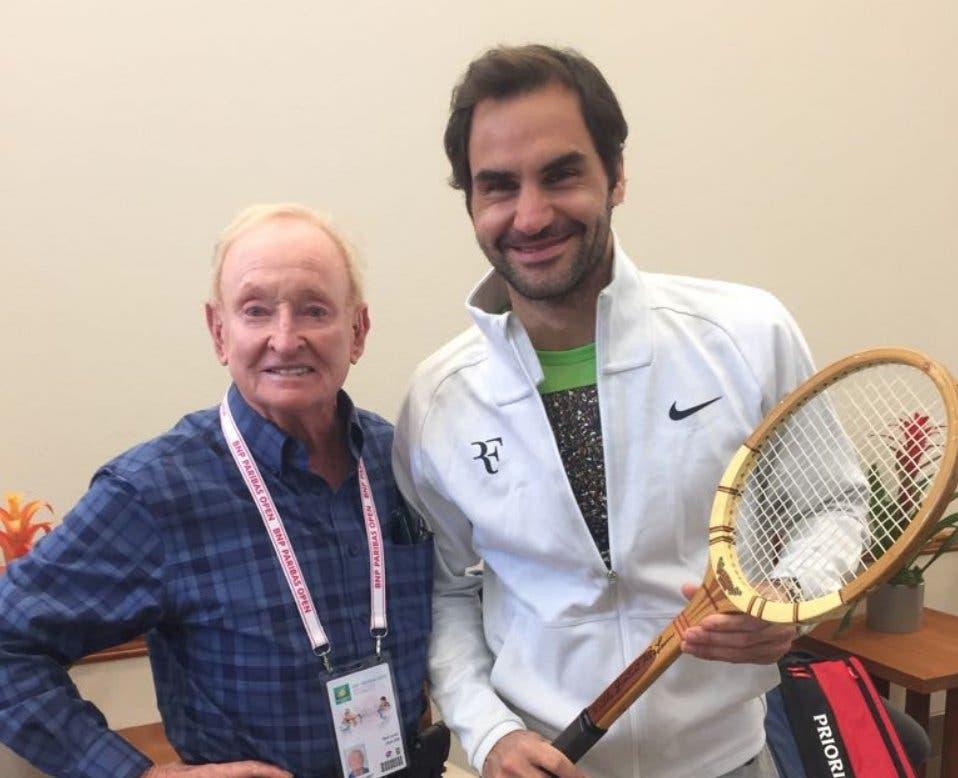 Federer recebe raquete lendária de Rod Laver