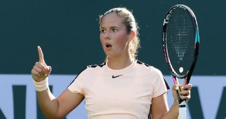 Kasatkina volta a despachar Wozniacki em dois sets e Halep vai continuar número 1