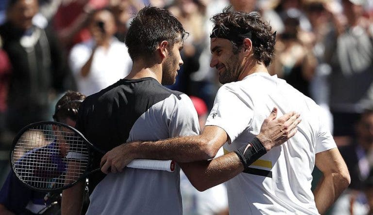 Coric rendido a Federer: «Não acredito que alguém com 38 anos jogue àquele nível»