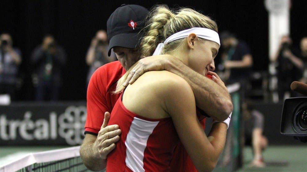 Bouchard chora após ajudar Canadá a regressar ao Grupo Mundial II da Fed Cup