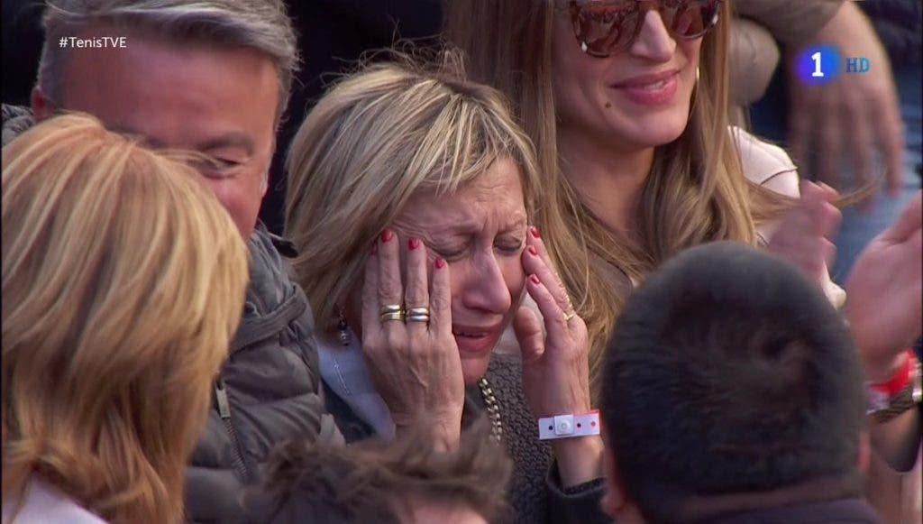 [FOTOS] Emoção. Esposa e mãe de Ferrer choraram com ele no final do Espanha-Alemanha
