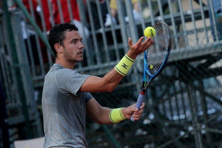 Gonçalo Oliveira perde três set points seguidos e é eliminado por ex-top 30