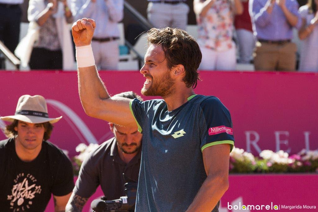 João Sousa e Pablo Carreño seguem para os quartos-de-final em Roma