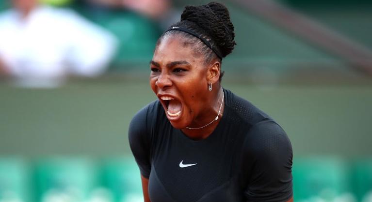 NA GARRA. Serena Williams vira de set e break abaixo e bate top 20 mundial em Roland Garros