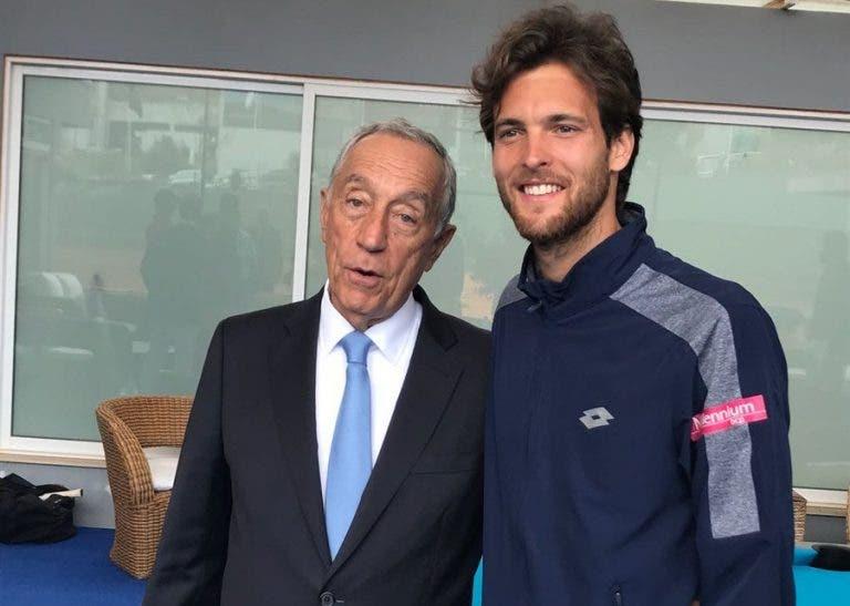 Marcelo Rebelo de Sousa voltou ao Estoril para cumprimentar o campeão João Sousa