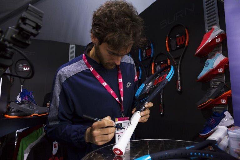 Ganhe uma raquete autografada do João Sousa com o Bola Amarela, a ProTennis e a Wilson