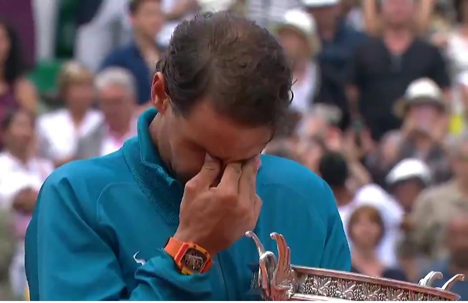 [VÍDEO] Nadal chora durante aplauso emocionante no Philippe Chatrier