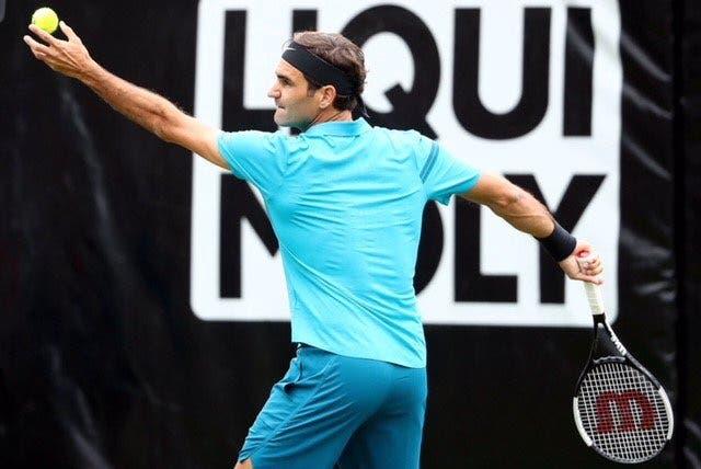 De regresso. Federer apanha susto mas avança para os 'quartos' em Estugarda
