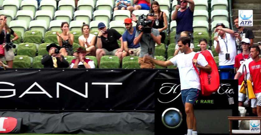 [VÍDEO] Federer recebido perante grande aparato em Estugarda