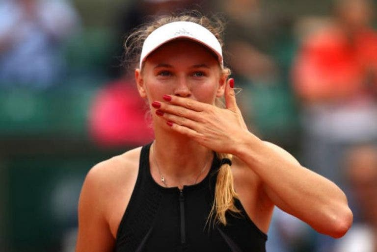 Caroline Wozniacki arrasa Parmentier e avança aos oitavos-de-final em Paris