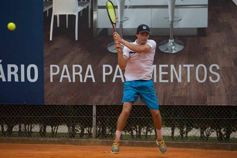 Cação dá a volta no retomar do duelo com Cabral e segue para os 'oitavos' do Porto Open