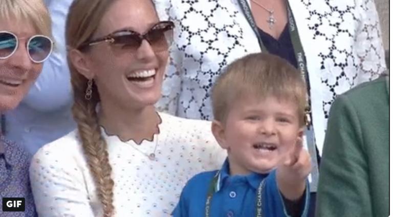 Filho de Djokovic vibra nas bancadas com a conquista do papá