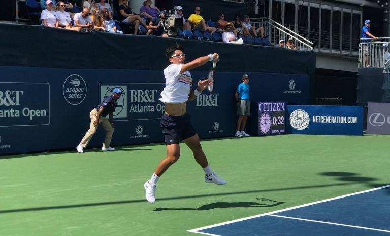 Chung volta ao ténis quase três meses depois… com vitória