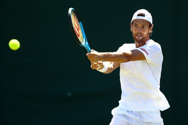 João Sousa não concretiza reviravolta e sai de cena na primeira ronda em Wimbledon