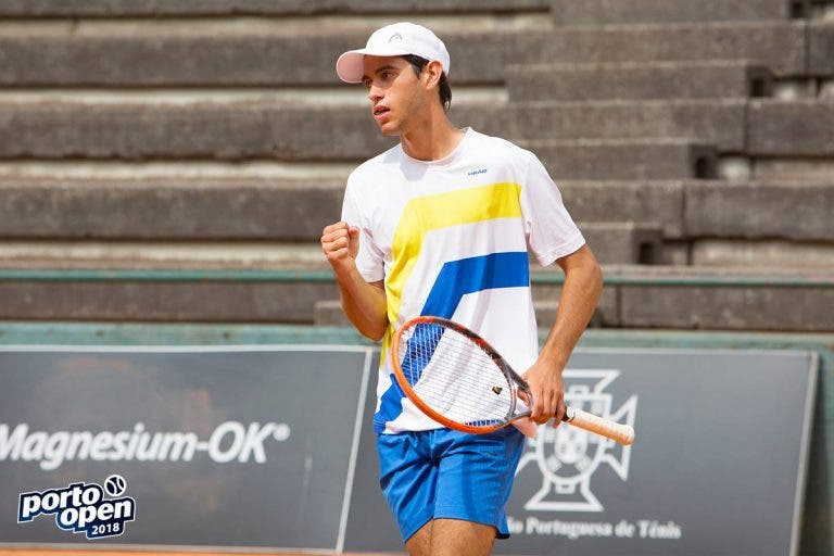 Nuno Borges vira resultado e segue para as 'meias' no Porto Open