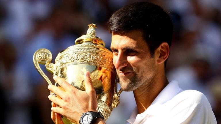 Depois de vencer Wimbledon, Djokovic pondera dar presente a cirurgião que o operou