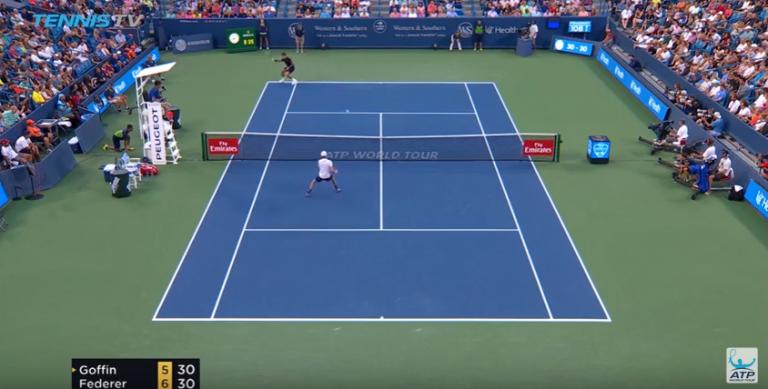 [VÍDEO] O passing shot supersónico de Federer que deixou o público em histeria
