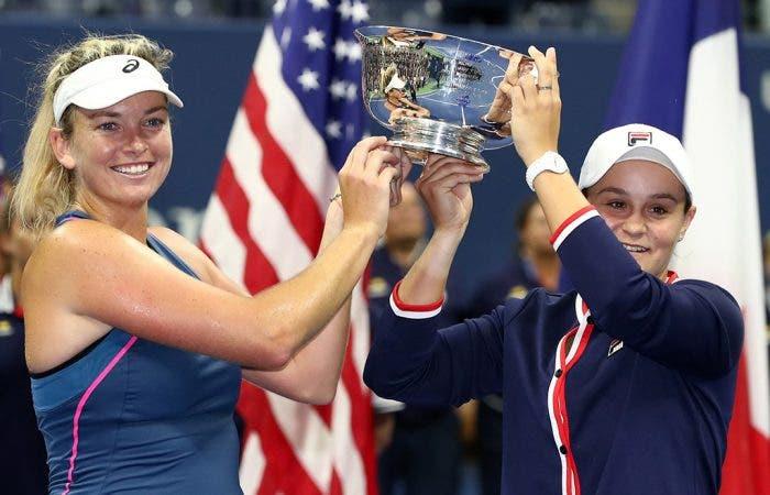 Vandeweghe e Barty deixam duras críticas à organização do US Open por não terem tido direito a discurso de campeãs