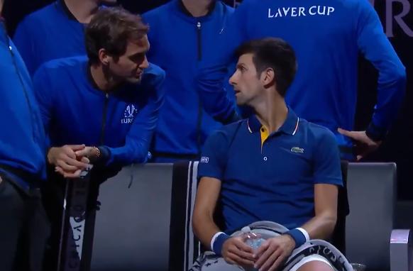[VÍDEO] Federer faz coaching… a Djokovic durante troca de campo