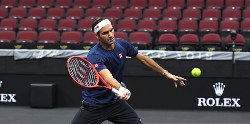 [FOTOS] Federer volta a mudar de raqueta para a Laver Cup