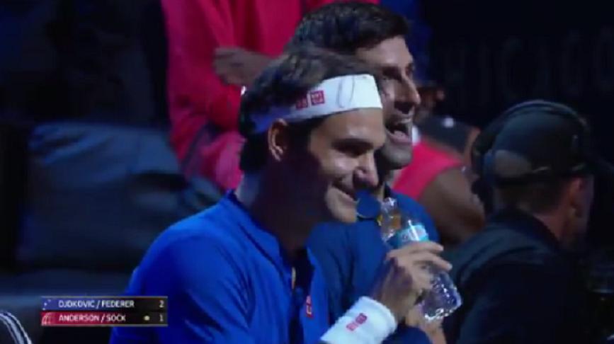 [VÍDEO] A fantástica conversa de Federer e Djokovic na troca de campo