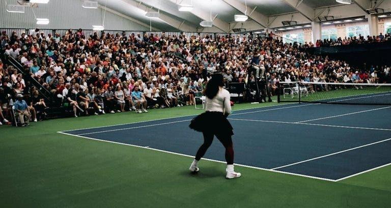 [VÍDEO E FOTOS] Uma semana depois, Serena volta aos courts e é ovacionada